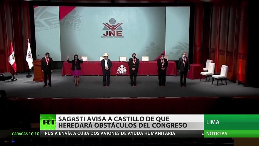 """El presidente interino de Perú advierte a Pedro Castillo que se encontrará con """"bombas de tiempo"""" dejadas por el Congreso"""