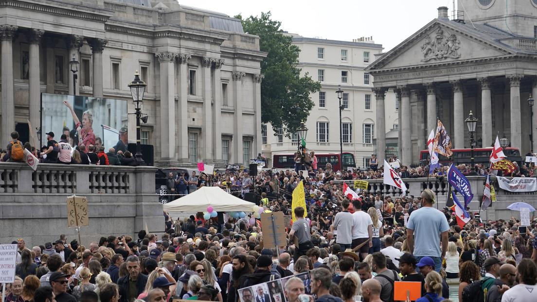 Manifestantes protestan en el corazón de Londres contra el confinamiento por el covid-19 y la vacunación obligatoria