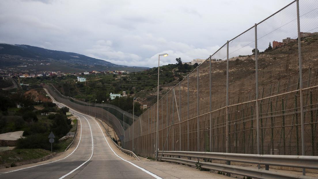 VIDEO: Migrantes celebran su llegada a España tras saltar una valla de 6 metros en la frontera con Marruecos