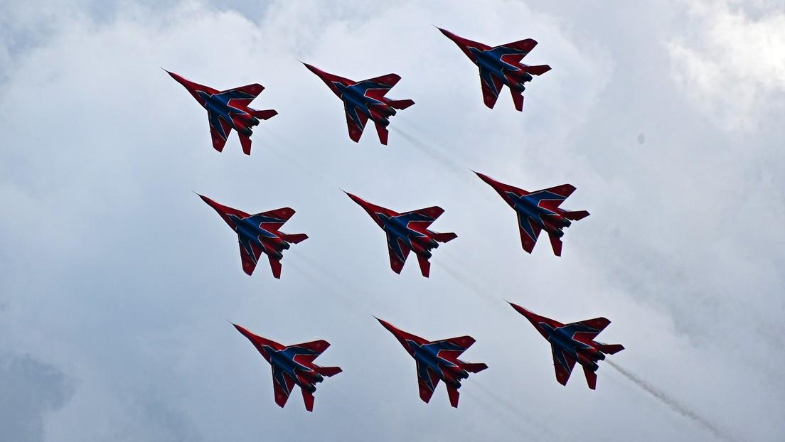 VIDEO: Los legendarios pilotos rusos Strizhí forman un 'diamante' con 9 cazas MiG en el salón MAKS 2021