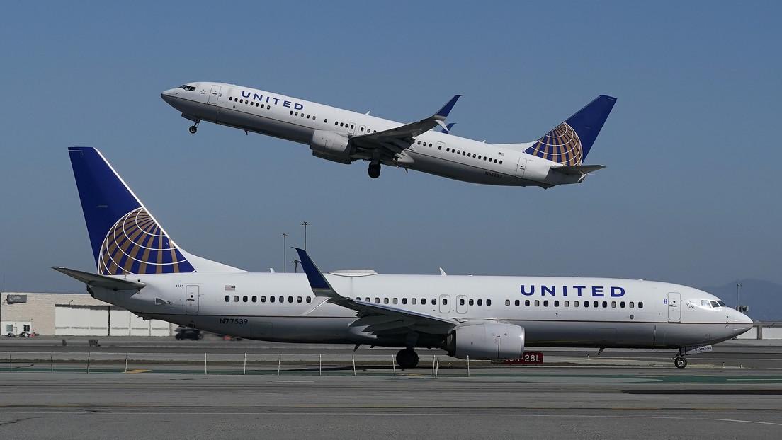 Evacúan un avión después de que un adolescente enviara a otros pasajeros una imagen de un arma de juguete