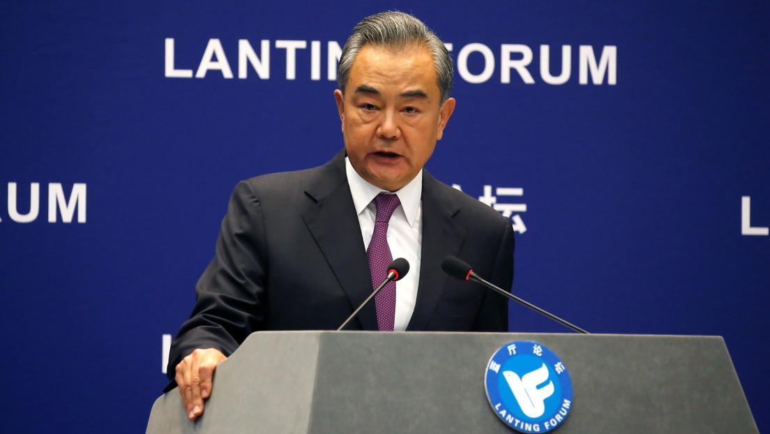 """China acusa a EE.UU. de """"difundir virus políticos"""" a través de la OMS"""