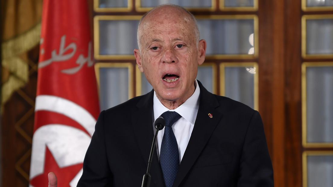 El presidente de Túnez suspende la actividad parlamentaria y destituye al primer ministro