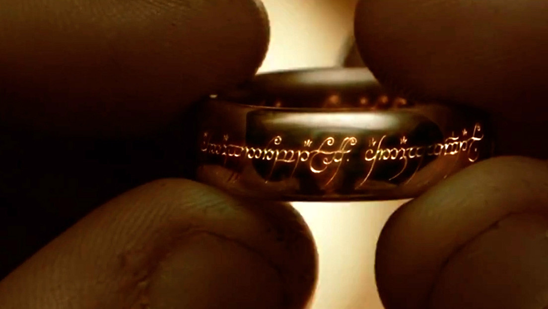 ¿Podría la lava destruir el 'anillo único' del 'El señor de los anillos'? Un 'youtuber' realiza un experimento para comprobarlo (VIDEO)