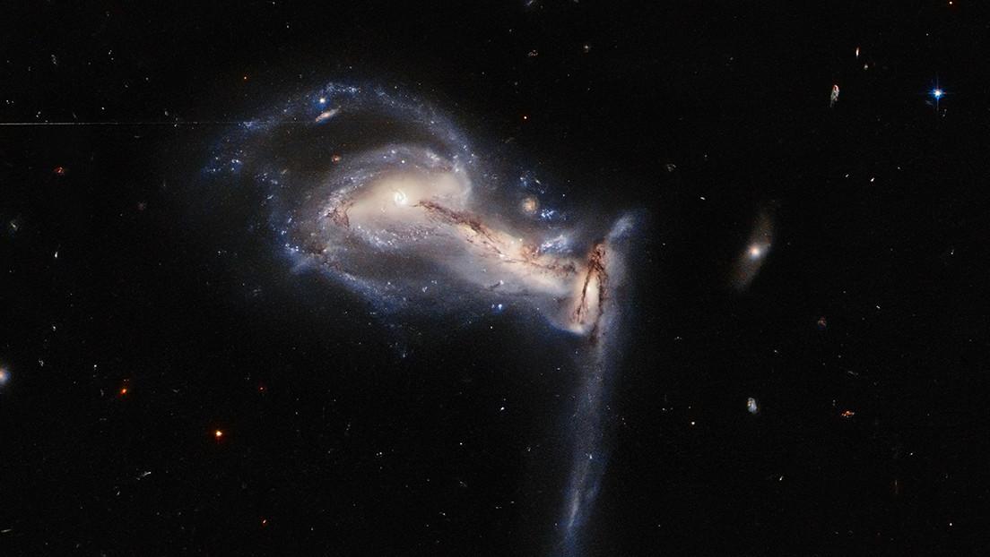El telescopio Hubble capta una 'pelea' cósmica entre un espectacular trío galáctico
