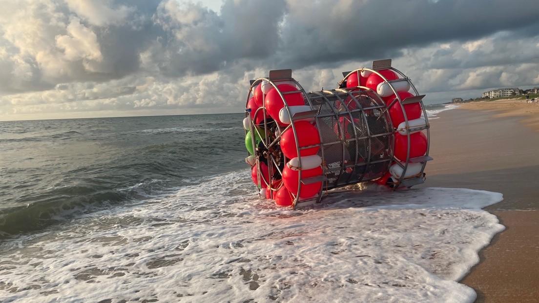 Intenta correr sobre el agua desde Florida a Nueva York en una embarcación similar a las burbujas de los hámsteres, pero un robo frustra su plan