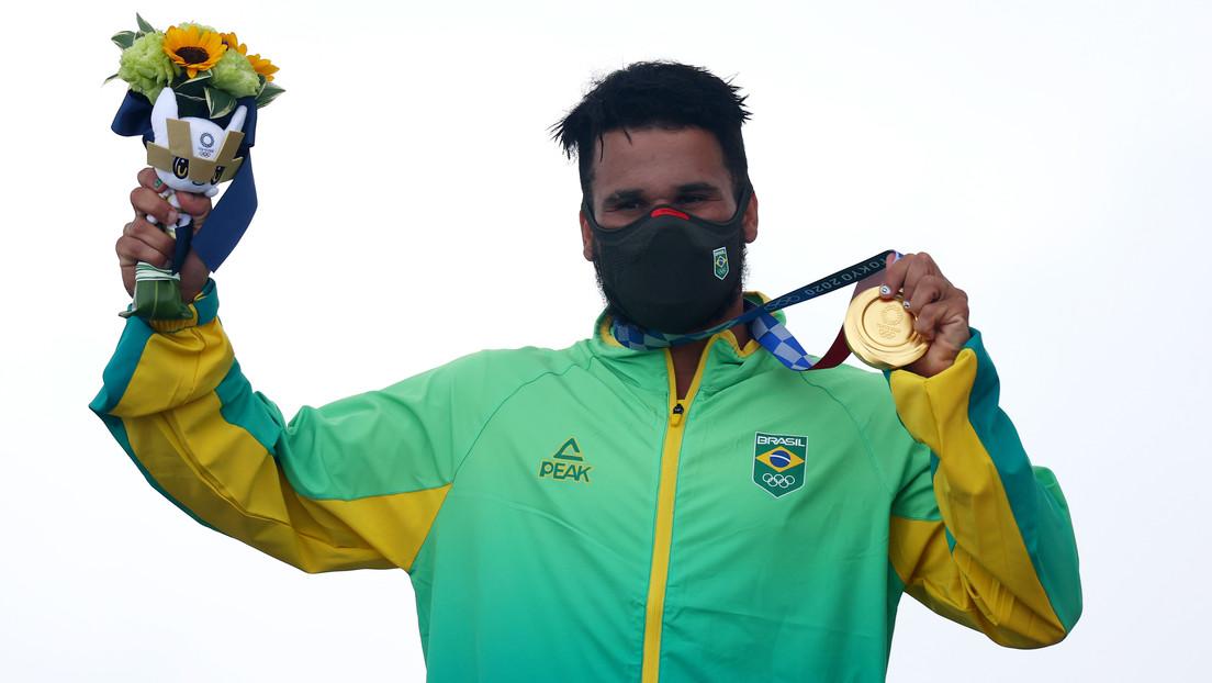 De surfear con tapas de poliestireno de neveras al oro olímpico: la inspiradora historia del brasileño Italo Ferreira