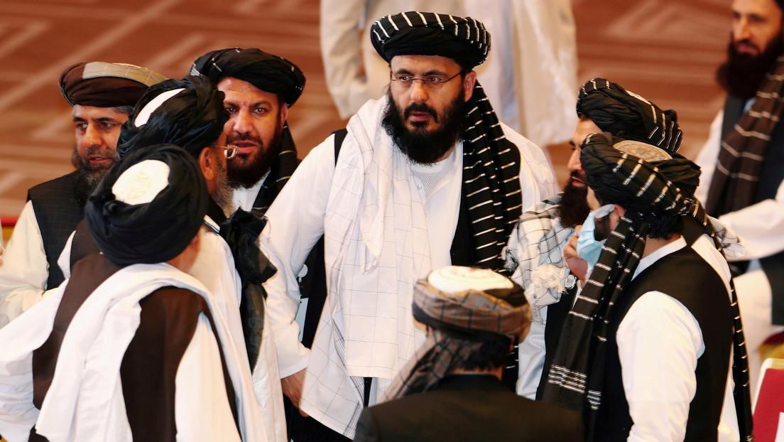 Una delegación de talibanes viaja a China y se reúne con el canciller