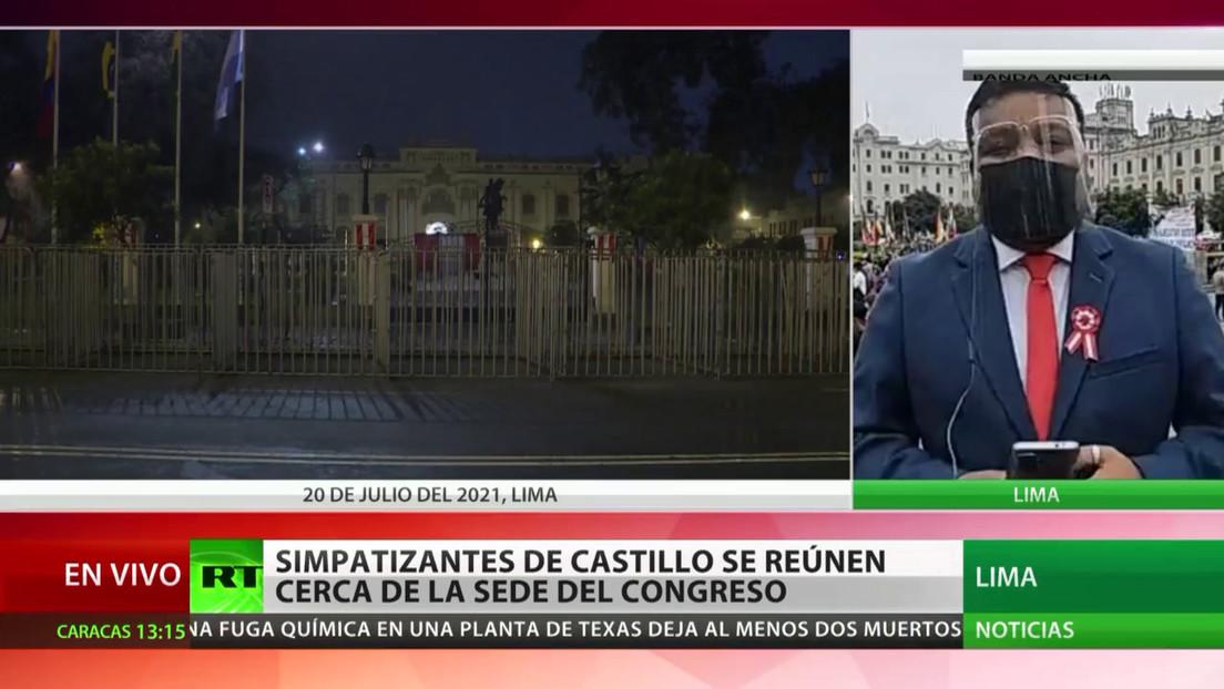 Simpatizantes de Pedro Castillo se reúnen cerca de la sede del Congreso de Perú