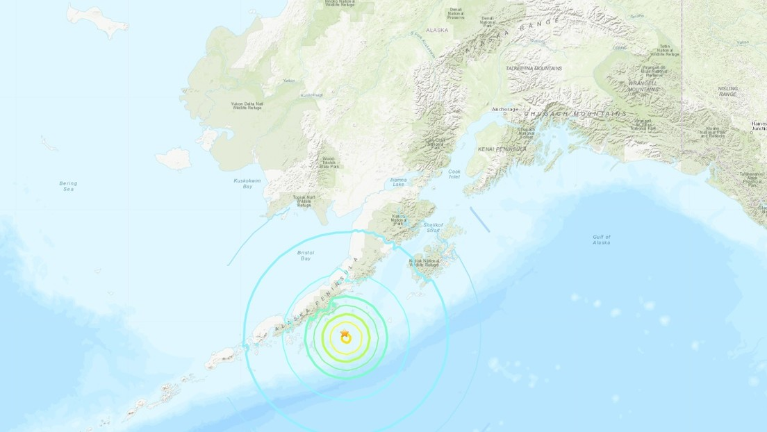Alerta de tsunami tras un sismo de magnitud 8,2 frente a las costas de Alaska