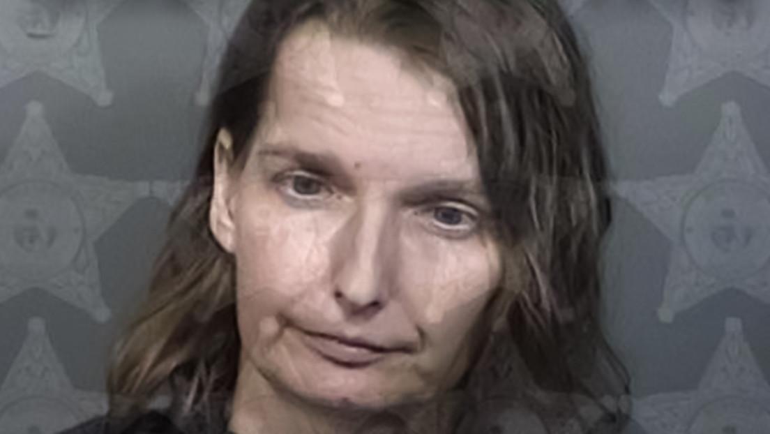 Arrestan a una mujer por encerrar a su hija autista en una jaula por las noches
