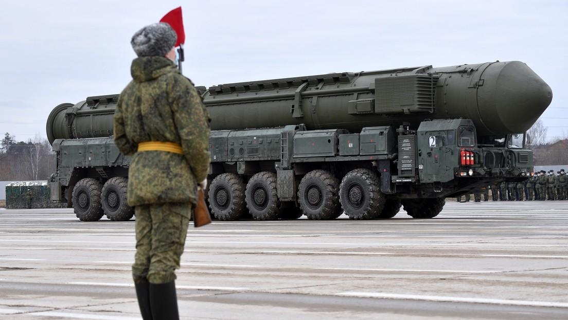 VIDEO: Un misil estratégico móvil ruso Yars cruza un río en transbordador