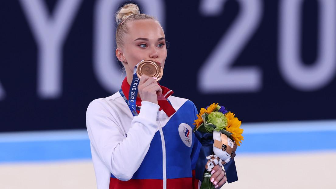 La gimnasta rusa Angelina Mélnikova gana el bronce en los JJ.OO. en Tokio y obtiene la 28.ª medalla para el equipo del COR