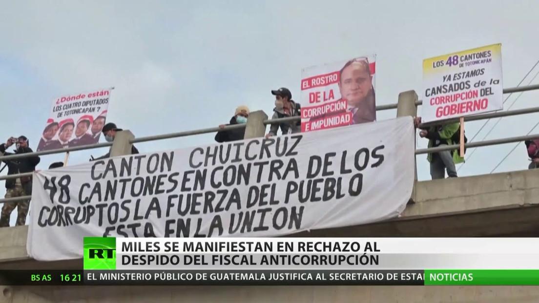 Miles se manifiestan en rechazo del cese del fiscal anticorrupción en Guatemala