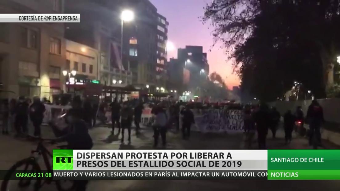 La Policía chilena dispersa una protesta que exigía liberar a los presos del estallido social del 2019