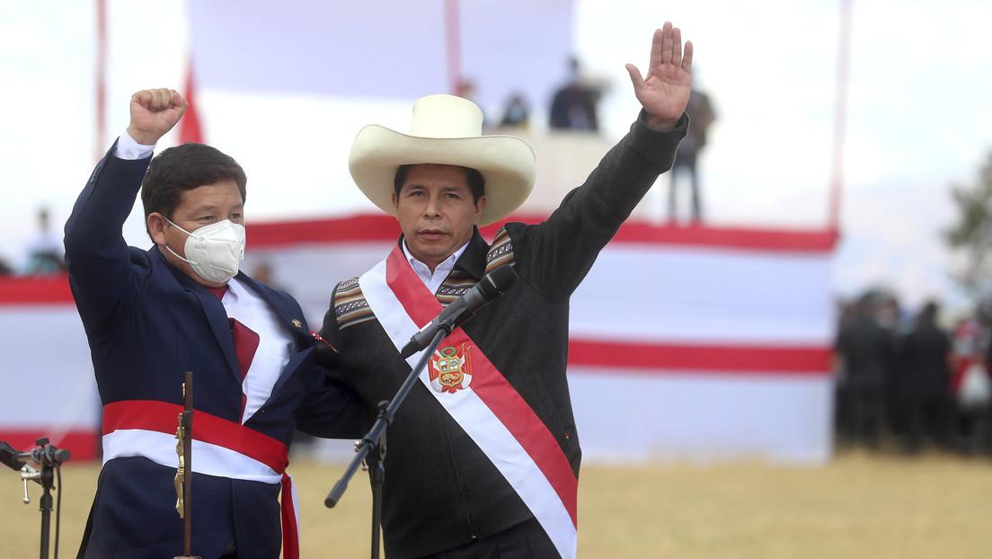 De la ceremonia simbólica en Ayacucho a su controvertido Gabinete: así empieza el Gobierno de Pedro Castillo