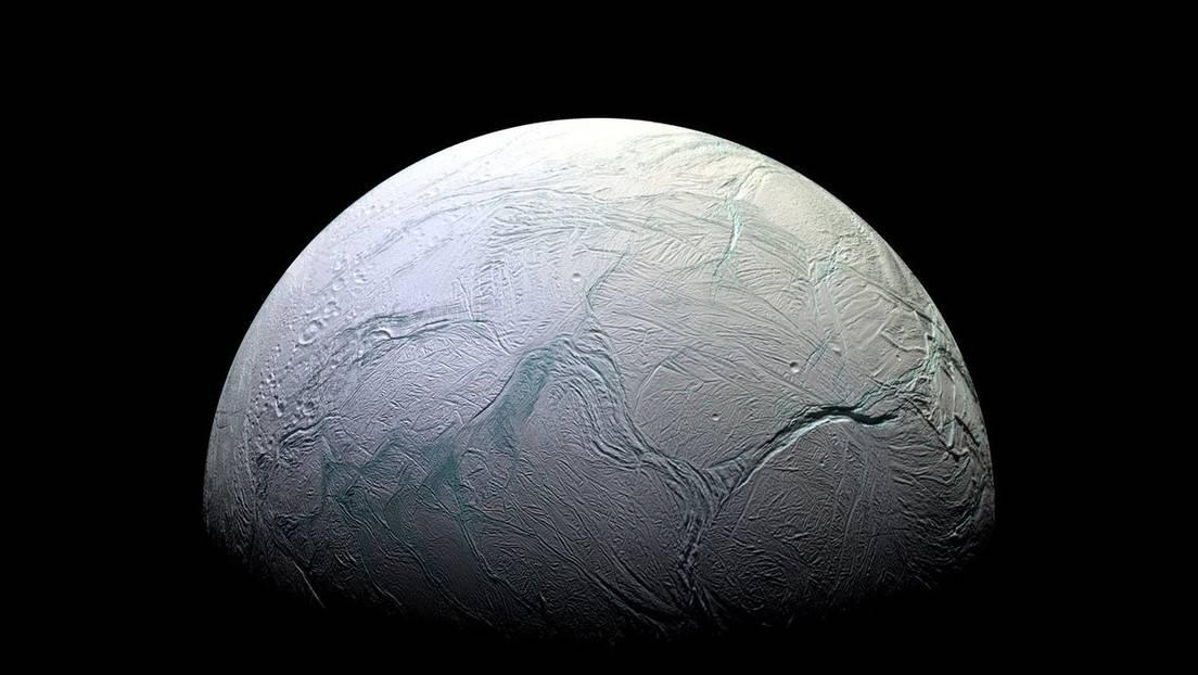 Vista de Encélado, la luna de Saturno, tomada por la nave espacial Cassini de la NASA.