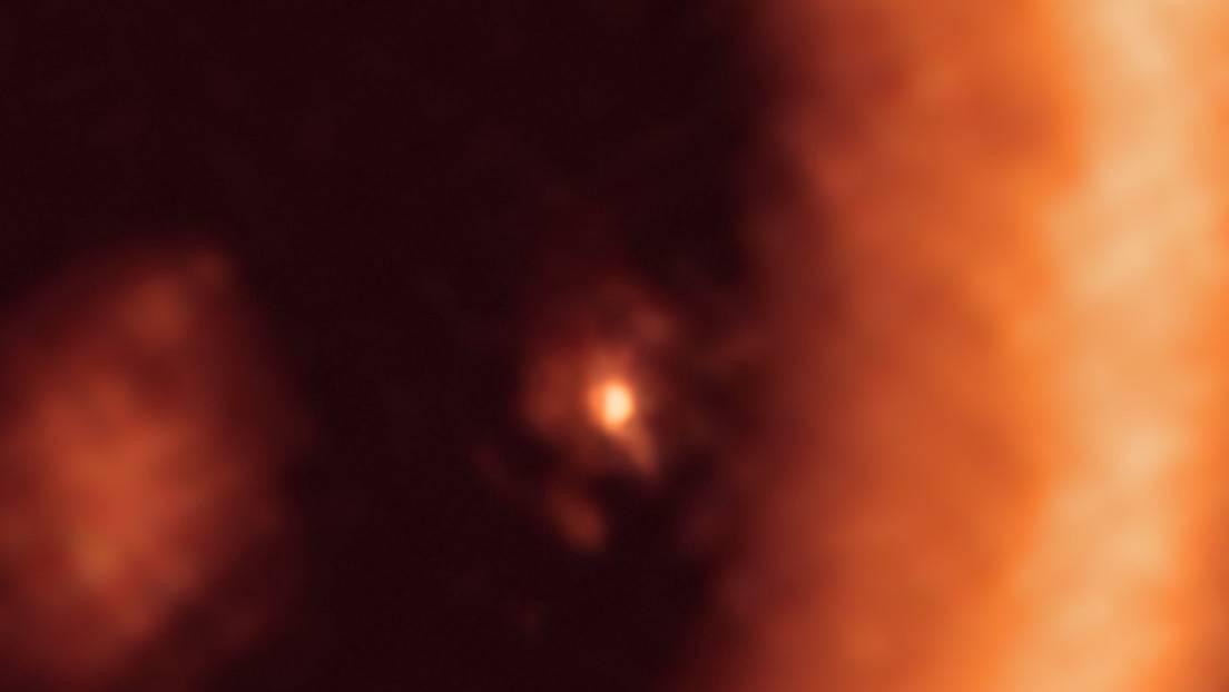 Una vista del disco de formación de la luna que rodea el exoplaneta PDS 70c.