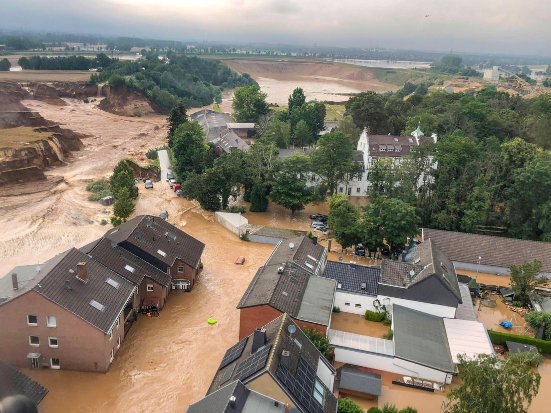 """<span style=""""color: #ff6600;"""">Imágenes interactivas</span>   Las impactantes fotografías del antes y el después de las inundaciones en Alemania <hr/> <iframe src=""""https://cdn.knightlab.com/libs/juxtapose/latest/embed/index.html?uid=113894b2-e655-11eb-abb7-b9a7ff2ee17c"""" width=""""330"""" height=""""188"""" style=""""border:none;overflow:hidden"""" scrolling=""""no"""" frameborder=""""0"""" allowfullscreen=""""true"""" allow=""""autoplay; clipboard-write; encrypted-media; picture-in-picture; web-share""""></iframe>"""