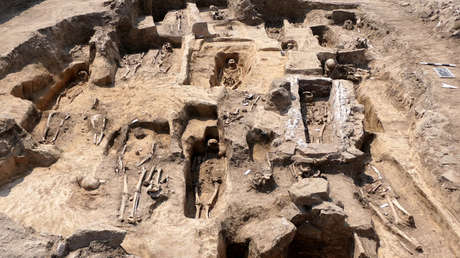 """Descubren en Alemania una iglesia medieval """"excepcionalmente majestuosa"""" de 1.000 años y 70 antiguos entierros"""