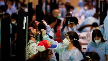 ¿Por qué en España se han cuatriplicado los contagios en tres semanas pese a que casi la mitad de la población está vacunada?