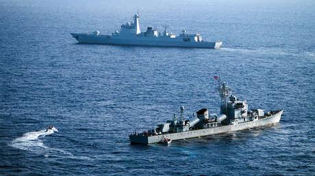 """EE.UU. califica los reclamos de Pekín en el mar de China Meridional como """"coerción"""" de otros demandantes y China lo acusa de """"socavar la paz"""" regional"""