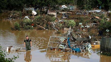 Las autoridades de Alemania estiman que unas 1.300 personas desaparecieron en un distrito rural como resultado de las fuertes inundaciones