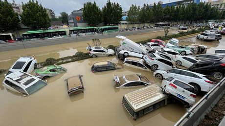 Las inundaciones en China paralizan la mayor planta de ensamblaje de iPhones
