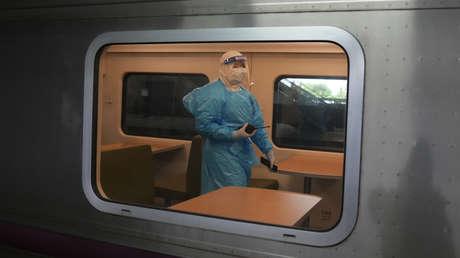 Tailandia recurre al traslado en tren de pacientes con сovid-19 desde Bangkok a otras regiones para disminuir la crisis sanitaria en la capital