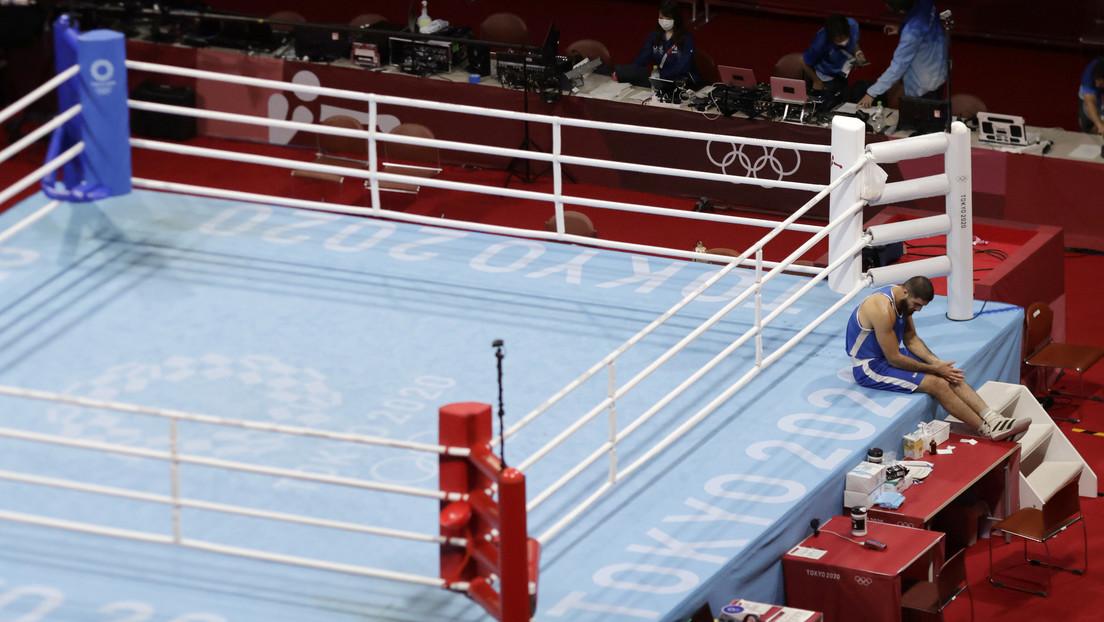 Un boxeador francés se niega a dejar el ring durante una hora tras ser descalificado por un cabezazo intencionado