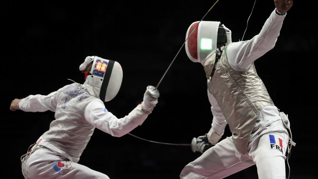 Los esgrimistas rusos ganan la medalla de plata en la competición masculina por equipos en Tokio