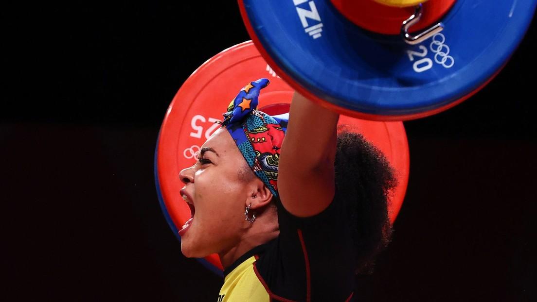 Neisi Dajomes se alza con el oro olímpico en halterofilia y hace historia al convertirse en la primera mujer en lograr esa medalla para Ecuador