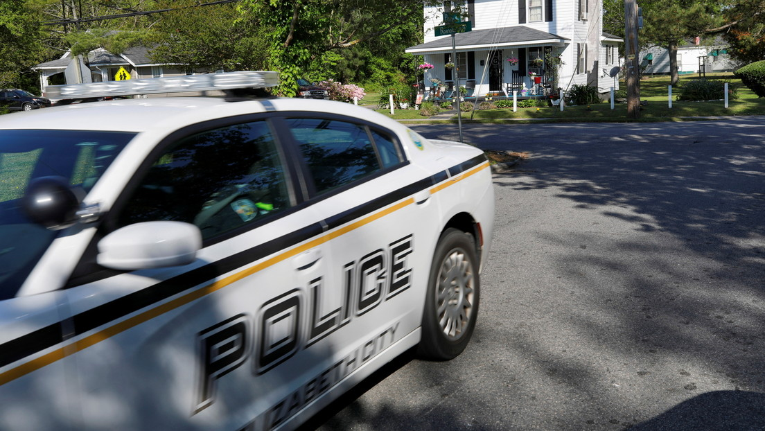Acusa a la Policía de uso excesivo de la fuerza tras ser tiroteado varias veces por los oficiales mientras estaba desarmado y arrodillado