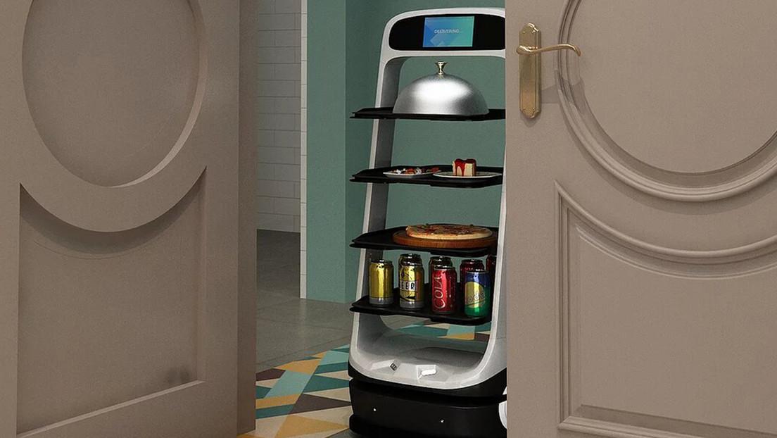 Un restaurante de California 'contrata' a un robot para compensar la escasez de trabajadores