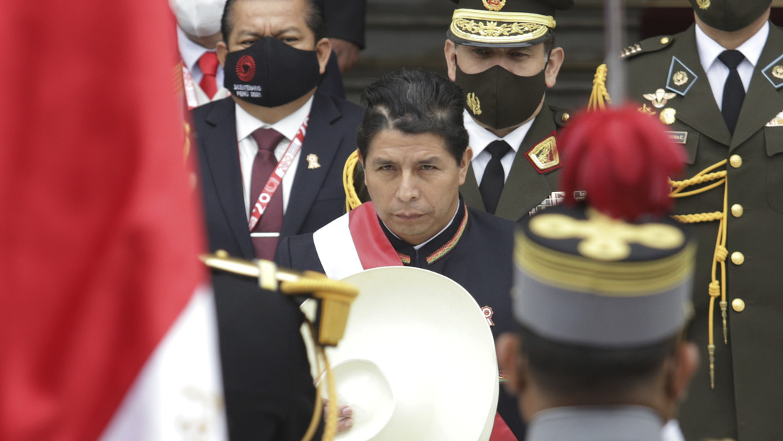 ¿Al filo de la vacancia? Crecen las presiones para que Castillo destituya a un gabinete de ministros que aún no ha empezado a gobernar en Perú