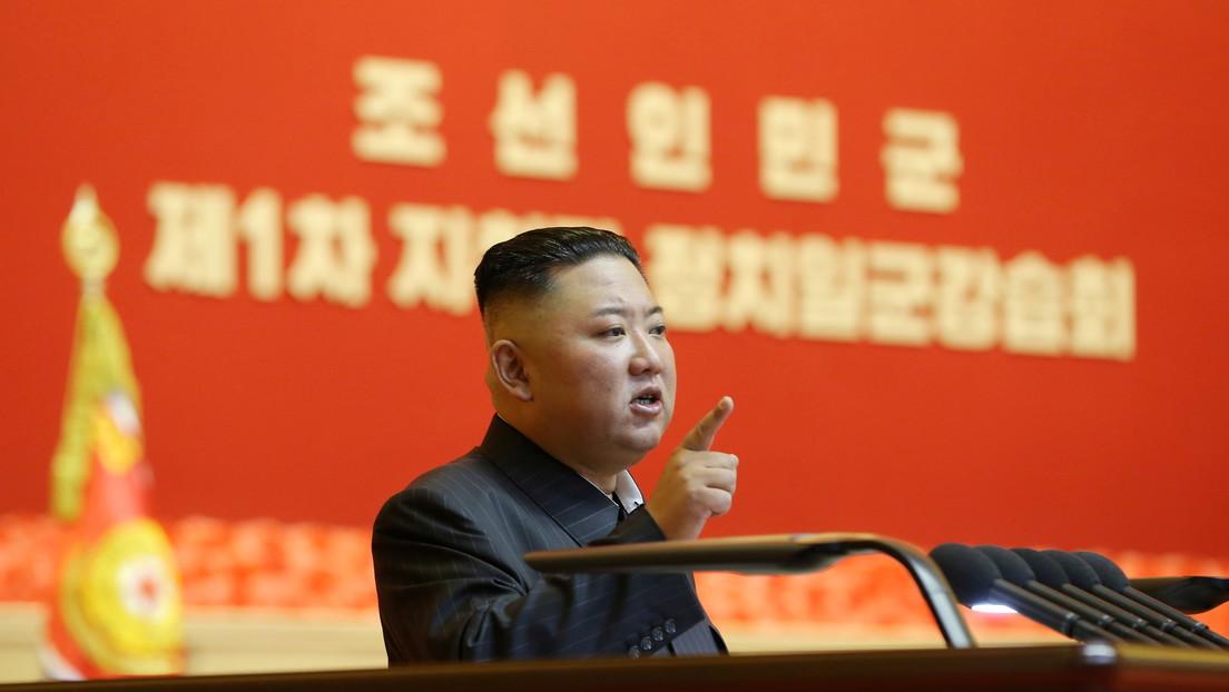 Kim Jong-un aparece en público con una misteriosa marca en la cabeza
