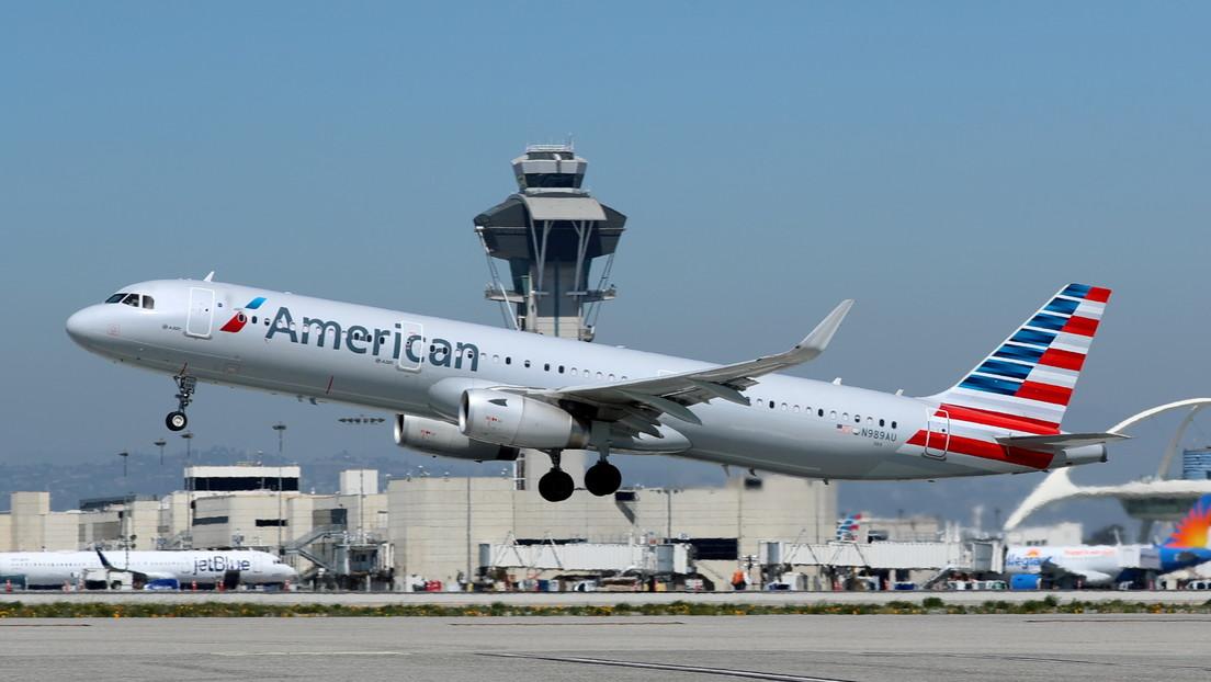 Dos pasajeros se lían a puñetazos a bordo de un avión por culpa de un asiento reclinado (VIDEO)