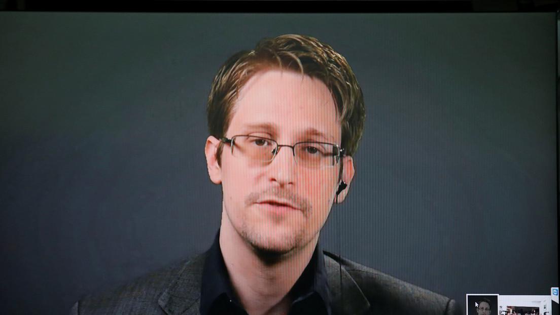 Snowden insta a prohibir Pegasus tras confirmarse que tres periodistas fueron blanco del 'software' espía