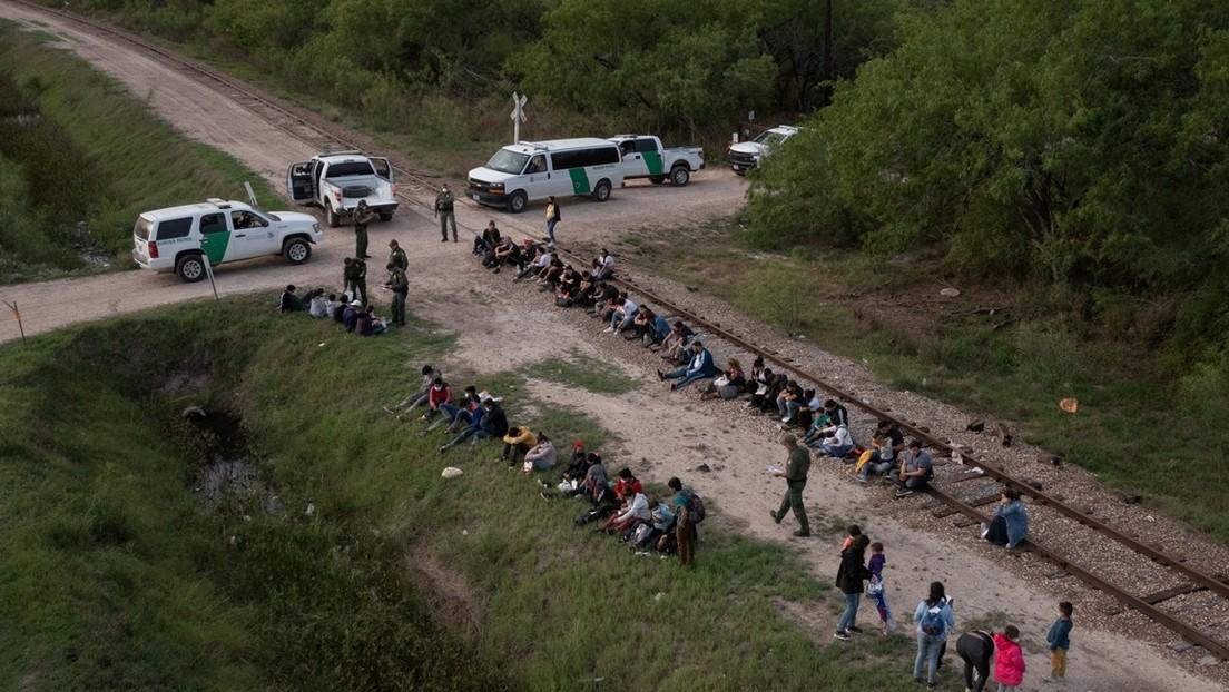 Un tribunal federal bloquea la orden de Texas que restringía el transporte de inmigrantes indocumentados