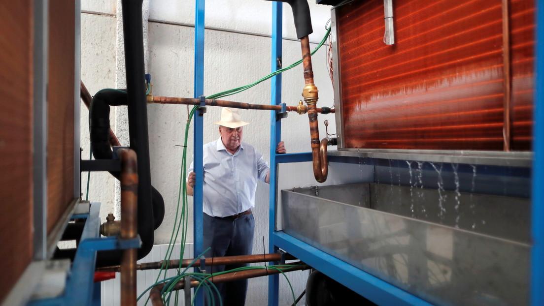 Un inventor español crea una máquina que produce agua 'de la nada' (y funciona incluso en un desierto)
