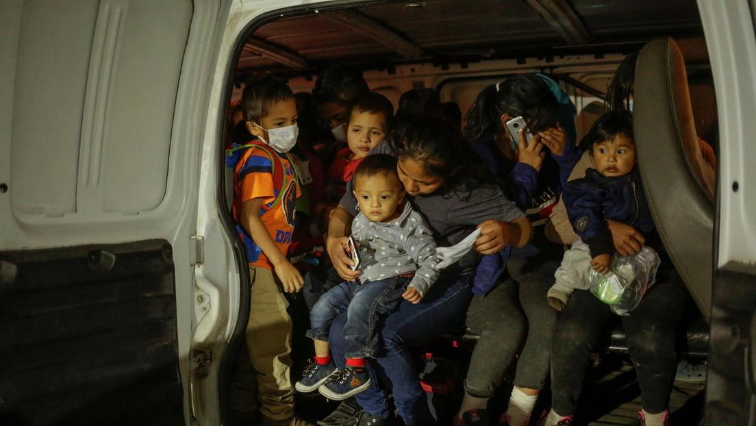 Al menos 10 muertos en Texas al volcar una camioneta que transportaba migrantes cerca de la frontera con México