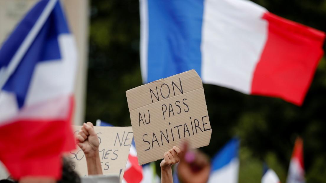La Justicia francesa dictamina que el 'pase de salud' y la vacunación obligatoria de los trabajadores sanitarios cumplen con la Constitución