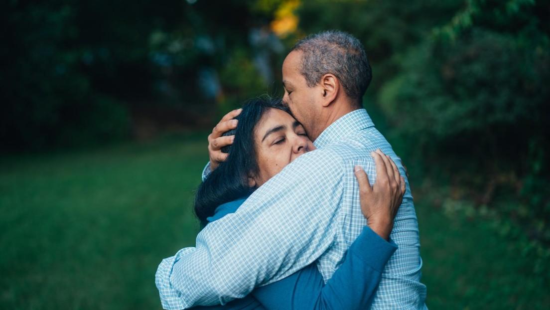 Los padres perdonan al hombre responsable de la muerte de su hija y lo invitan a vivir en su casa