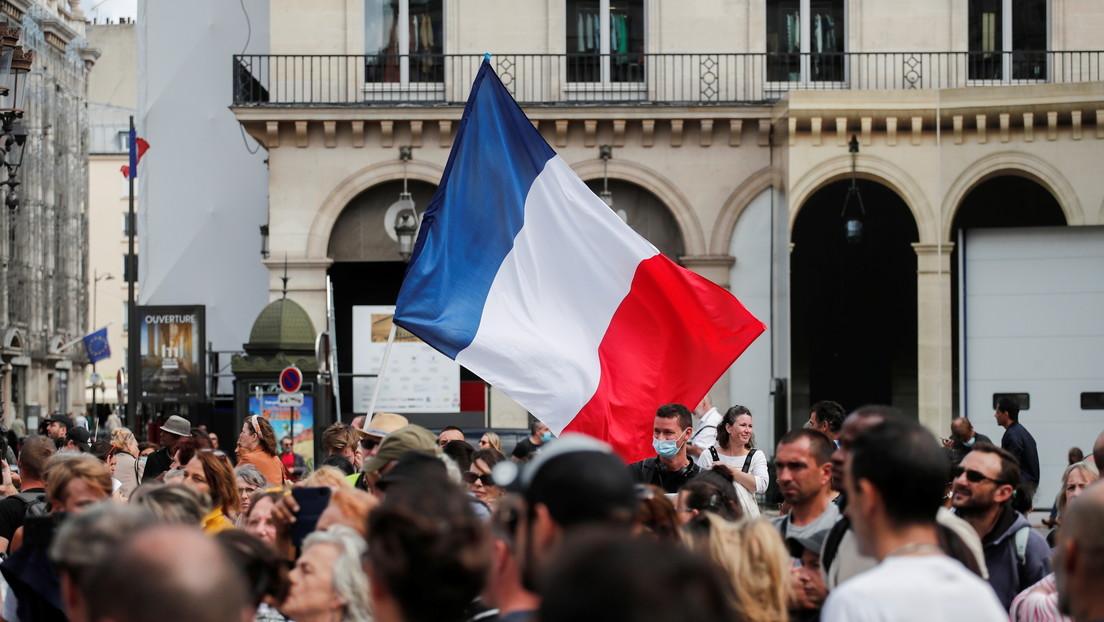VIDEO: Miles de manifestantes protestan contra el pase sanitario y la vacunación obligatoria en París