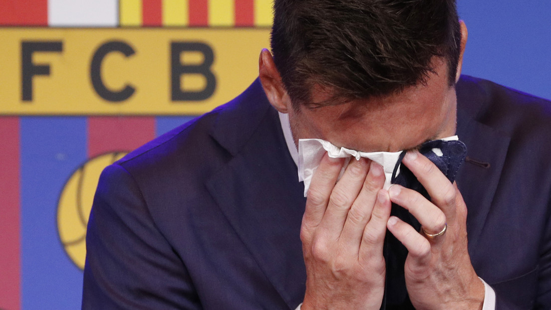 Video: Lionel Messi could not hold back tears during the press conference leaving FC Barcelona