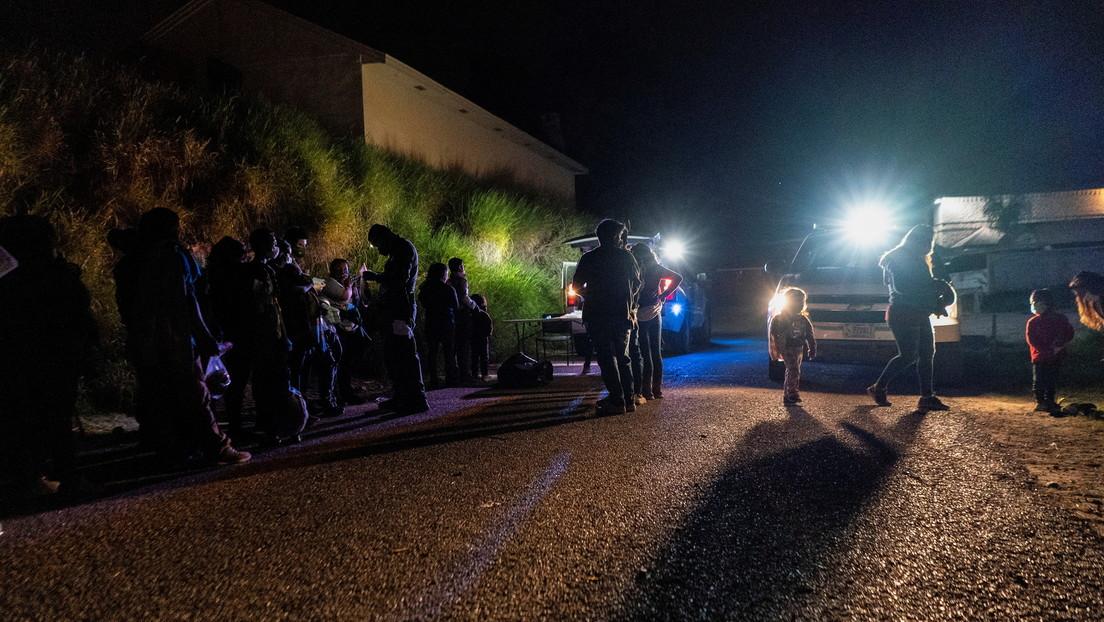 Abandonan a 141 migrantes centroamericanos encerrados en un tráiler en el norte de México