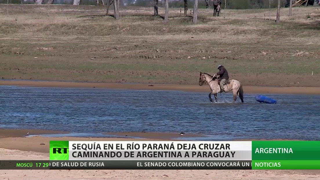 Una sequía histórica en el río Paraná permite cruzar a pie de Argentina a Paraguay