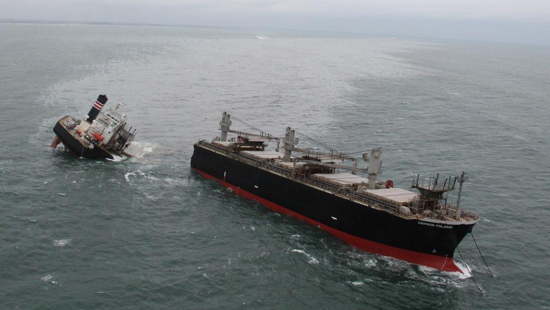 FOTOS: Un buque encalla y se parte en dos, provocando un derrame de petróleo en un puerto de Japón