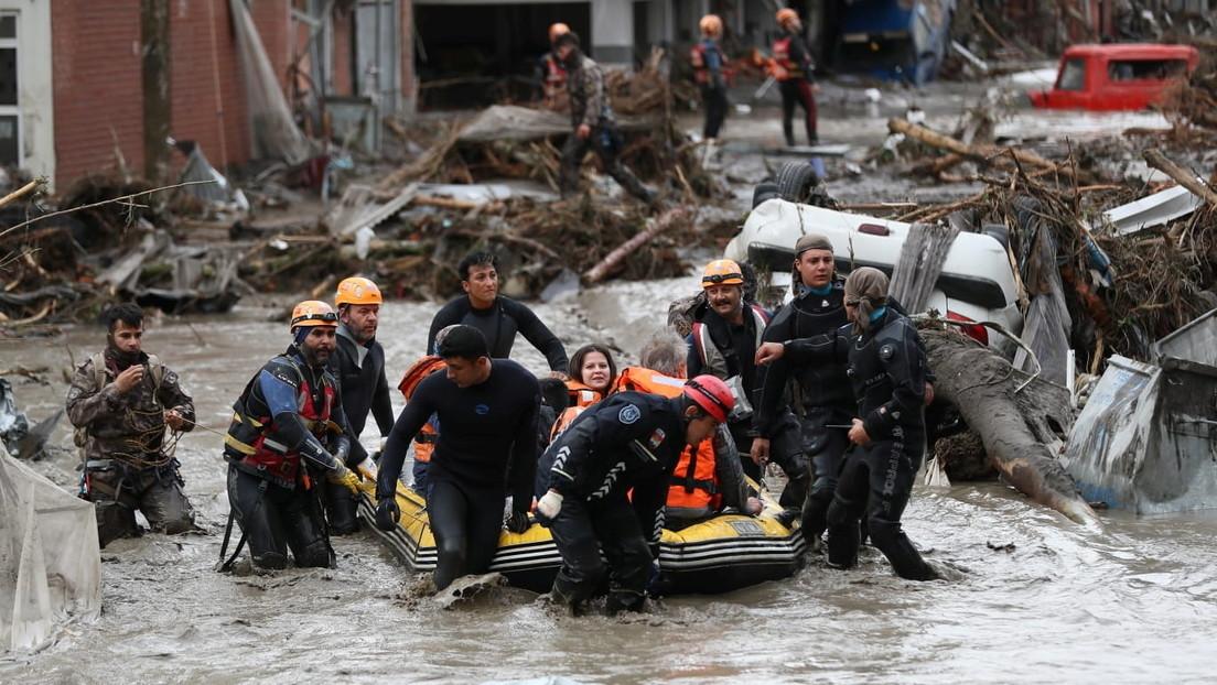 Erdogan declara como zona catastrófica tres provincias del norte de Turquía, afectadas por inundaciones y deslizamientos de tierra