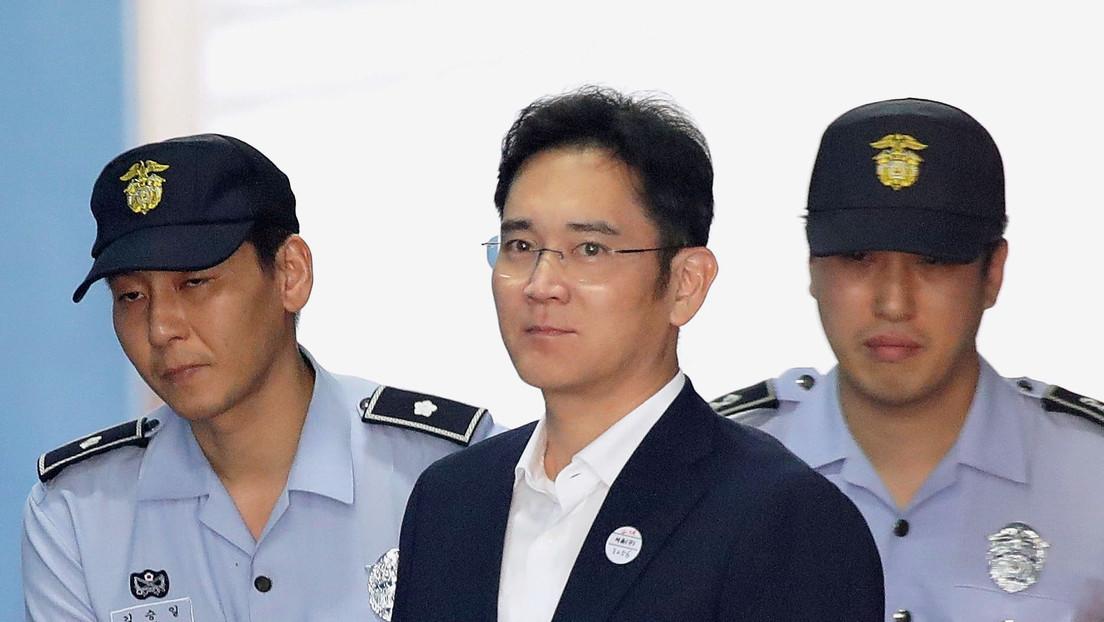 El vicepresidente de Samsung condenado por sobornos y malversación de fondos sale en libertad condicional